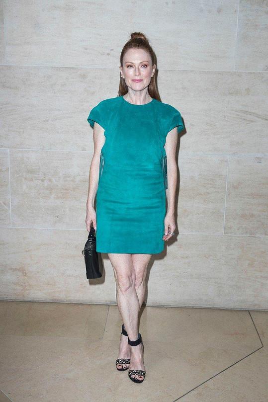 Julianne Moore vypadá na svůj věk skvěle.