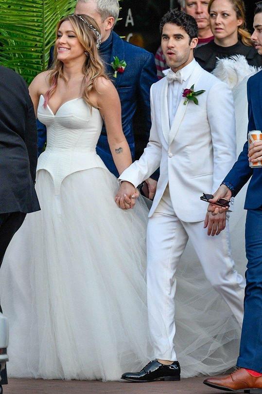 Darren Criss a Mia Swier už jsou svoji.