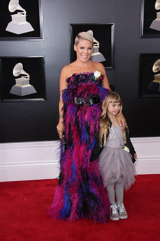 Pink s dcerou Willow, které povolila obarvení namodro.