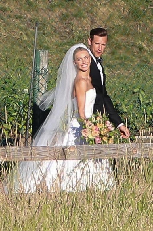 Julianne Hough se provdala za Brookse Laicha