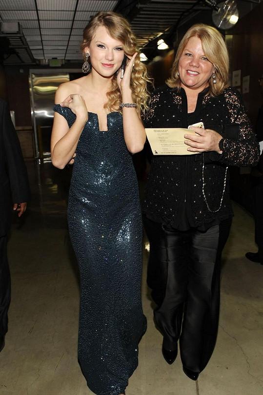 Taylor její maminka podporuje už od počátku kariéry.