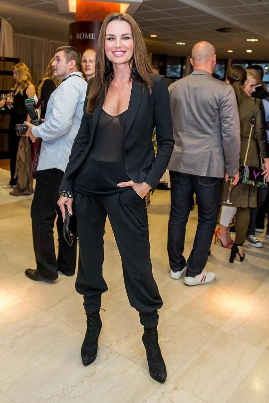 Silvia zvolila odvážný outfit.