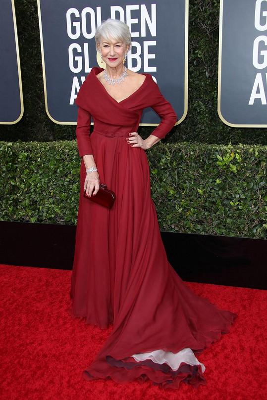 Helen Mirren je důkazem toho, že i dáma v jejím věku si může dovolit hluboký výstřih. Hvězdné herečce totiž Couture róba Dior vhodně zahaluje ramena i paže a tak celkový dojem vyznívá vyváženě a důstojně.