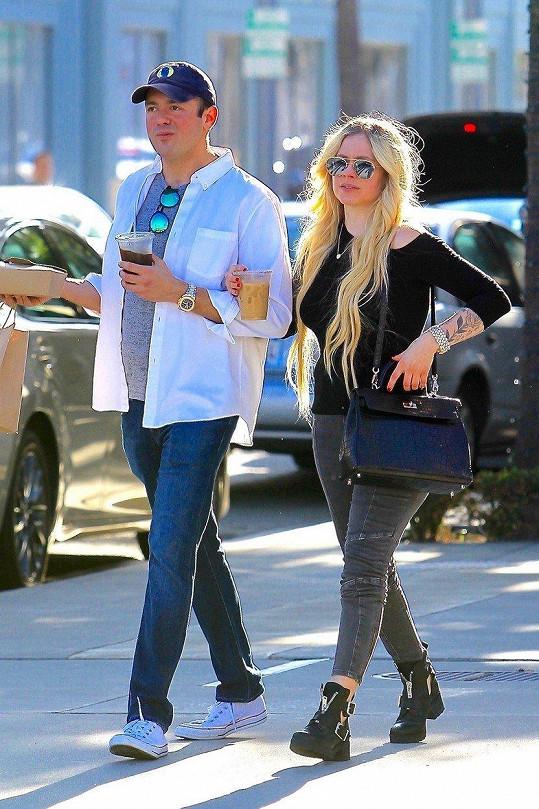 Avril už je zase v plné síle.