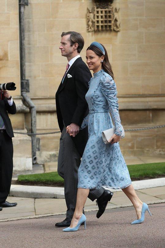 Na svatbu dorazila i Pippa Middleton s manželem.