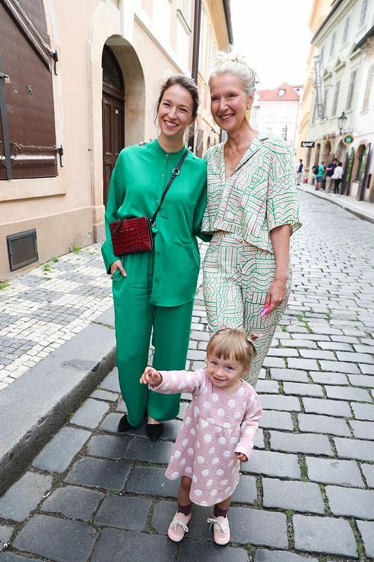 Irena Obermannová s dcerou Berenikou a vnučkou