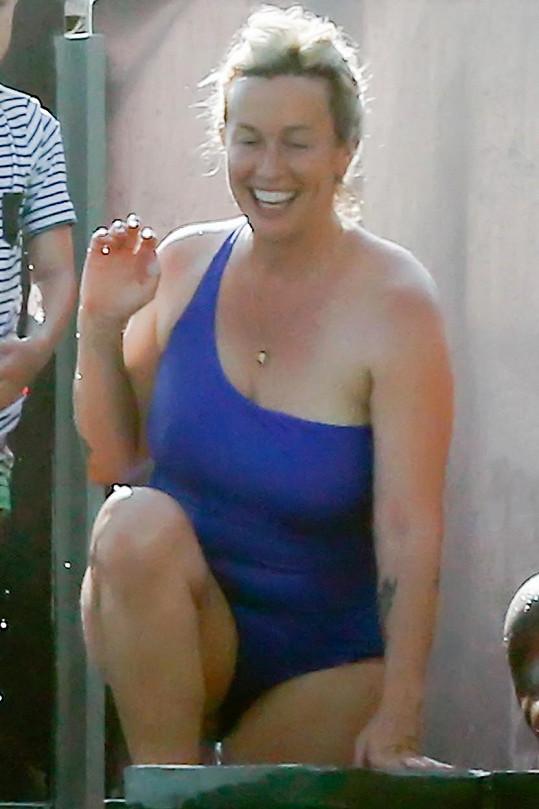 Alanis Morissette oblékla jednodílné plavky.