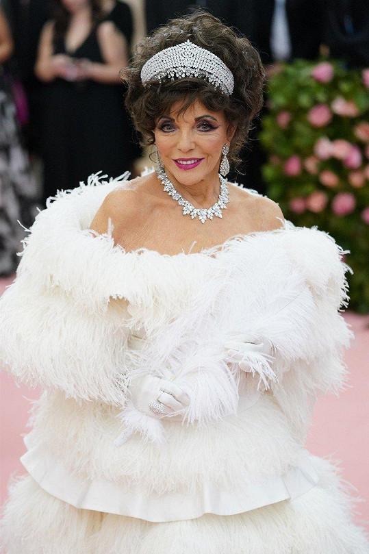 Joan Collins dorazila na Met Gala 2019 ve velkém stylu.