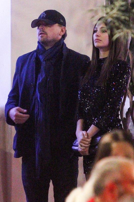 DiCaprio a Morrone už randí přes rok.