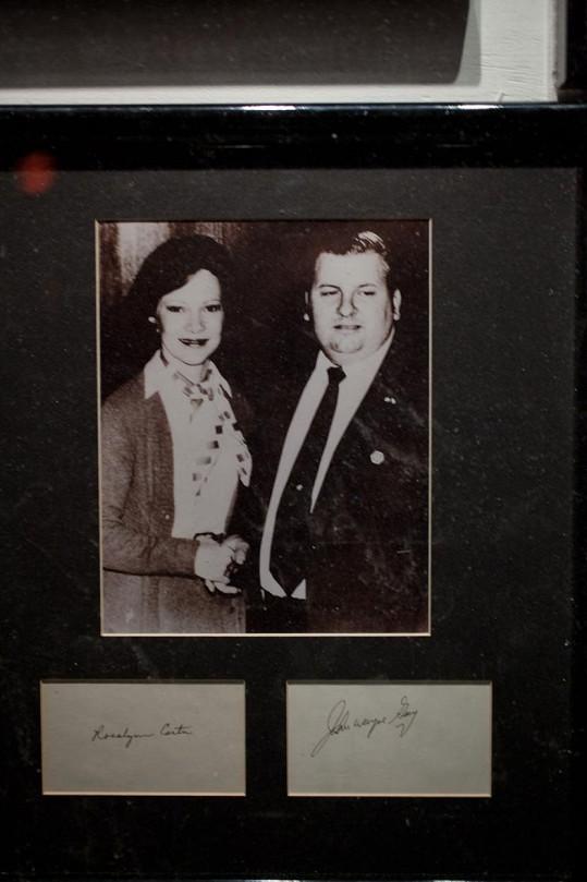 John Wayne Gacy s první dámou Rosalynn Carter na snímku z roku 1978. Tehdy měl na svědomí přes 30 lidských životů.