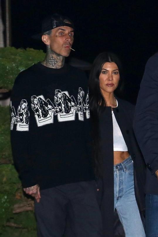 Aktuálně randí s Kourtney Kardashian.