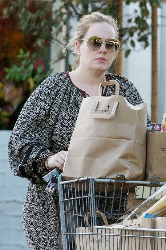 Adele doplnila zásoby.