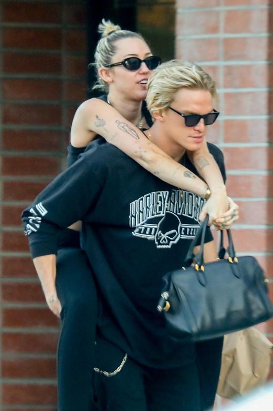 Cody Simpson s expřítelkyní Miley Cyrus