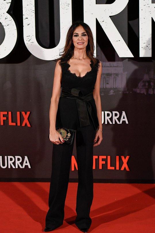 Maria Cucinotta je jen krůček od padesátky.