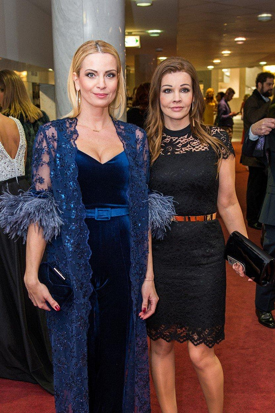 Na vyhlášení slovenských televizních cen přišla společně se svou sestrou.