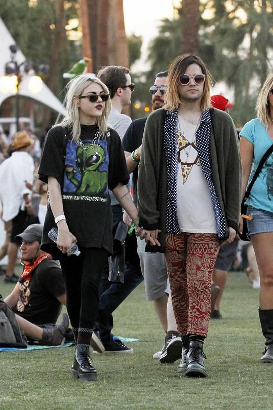 Její vyvolený Isaiah Silva je nápadně podobný Kurtu Cobainovi.