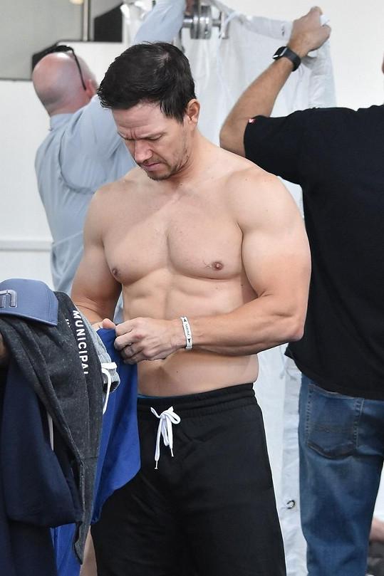 Mark Wahlberg si na své postavě zakládá.