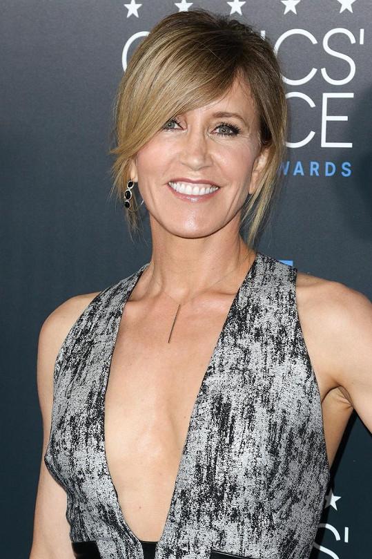 Seriálová hvězda předvedla profesionální úsměv.