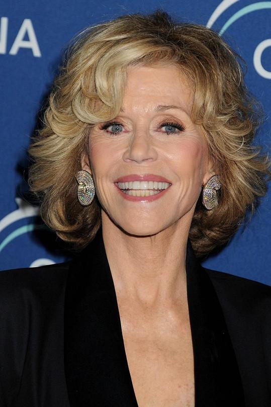 Fonda se svým obvyklým širokým úsměvem...