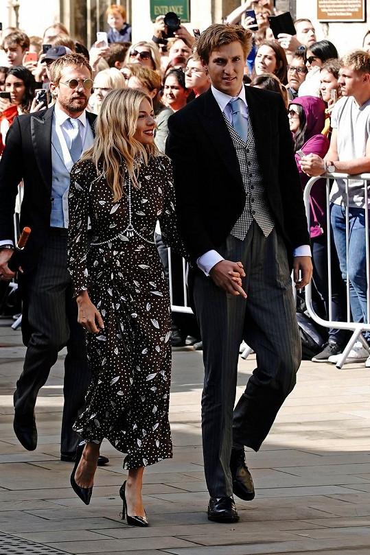 Loni na svatbě zpěvačky Ellie Goulding
