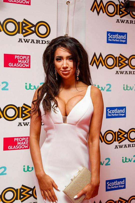 Chloe Khan opět zvolila odvážný model šatů.