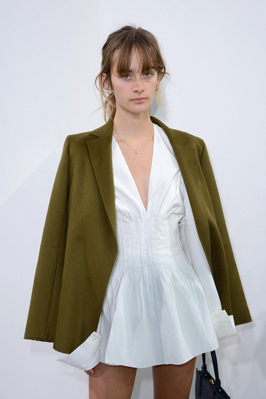 Camille Jansen je francouzská modelka, jako byla i Jackova matka Vanessa.