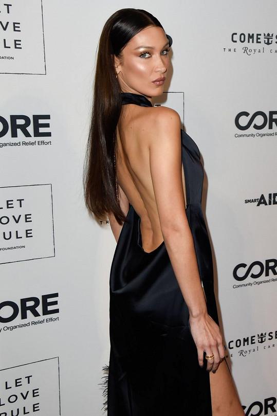 Bella Hadid ví, jak své fanoušky rozparádit.