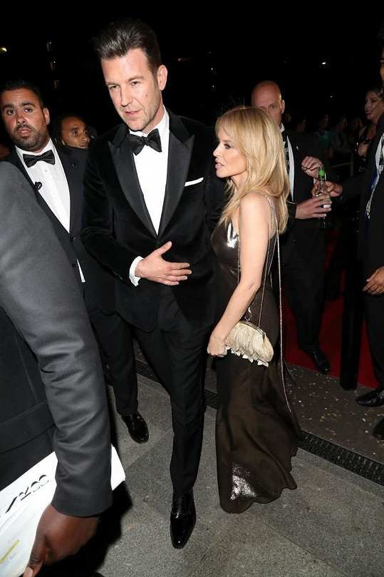 Kylie je nyní ve vztahu s Paulem Solomonem a spekuluje se o jejich zasnoubení i svatbě.