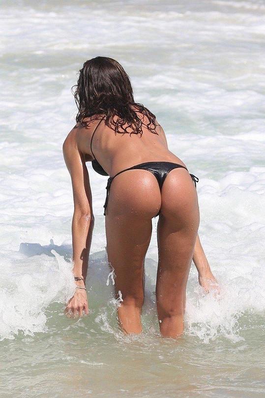 Izabel Goulart a její sexy zadeček