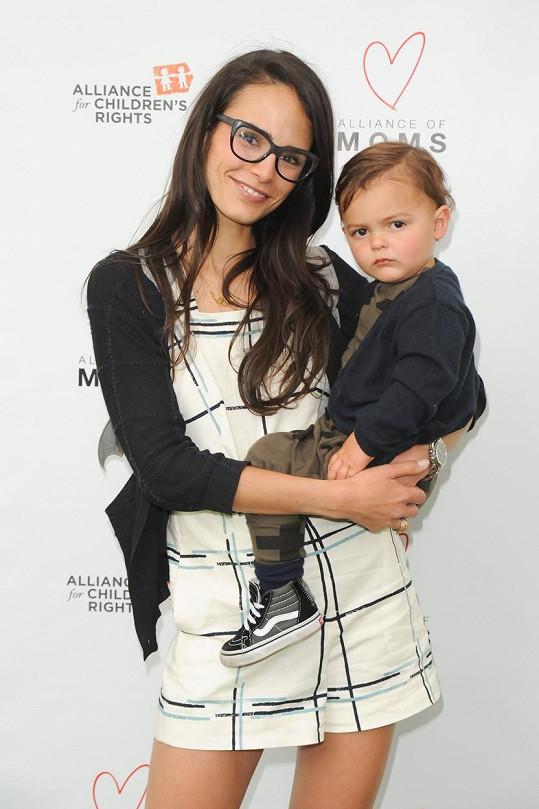Jordana Brewster s dvouletým Julianem