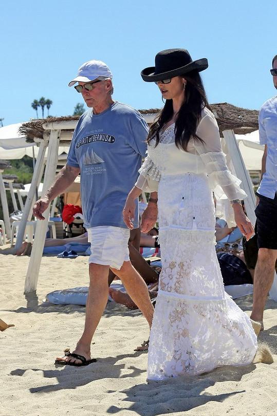Catherine Zeta-Jones a Michael Douglas v Saint Tropez