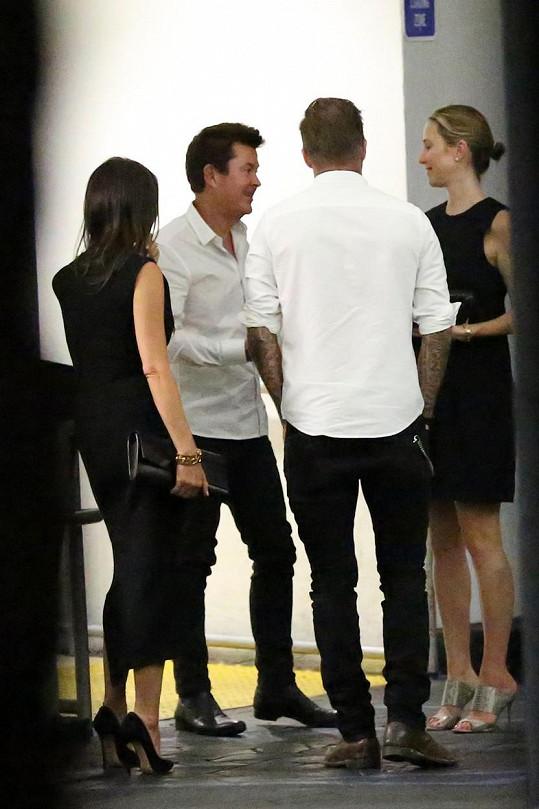 Beckhamovi se v pátek setkali se Simonem Fullerem a jeho manželkou.