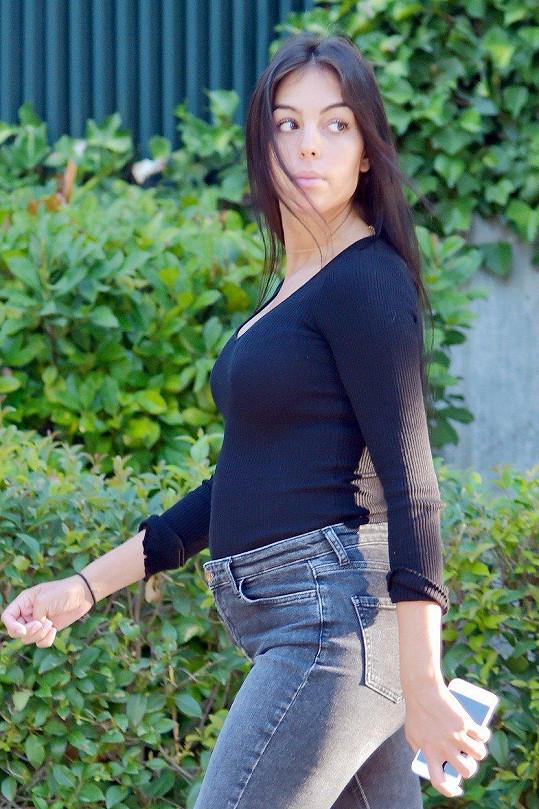 Georgina Rodriguez čeká dítě s Cristianem Ronaldem.