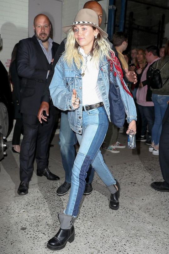 V pondělí si zpěvačka New Yorku užila v kovbojském.