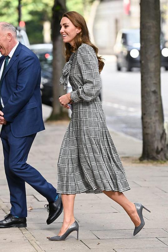 Kate Middleton na úterní návštěvě univerzity v Londýně.