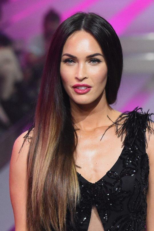 Megan Fox se zamilovala do striptérky, nakonec se provdala za muže.