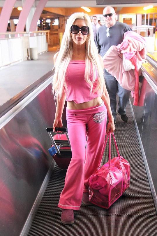 Frenchy se ráda obléká do růžové barvy.