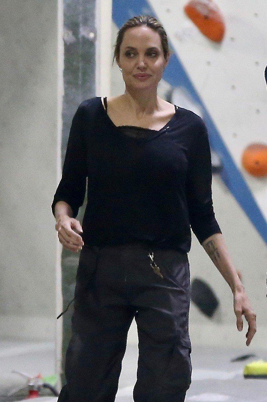 Angelina Jolie reaguje na otázky na soukromí a spekulace nezájmem.