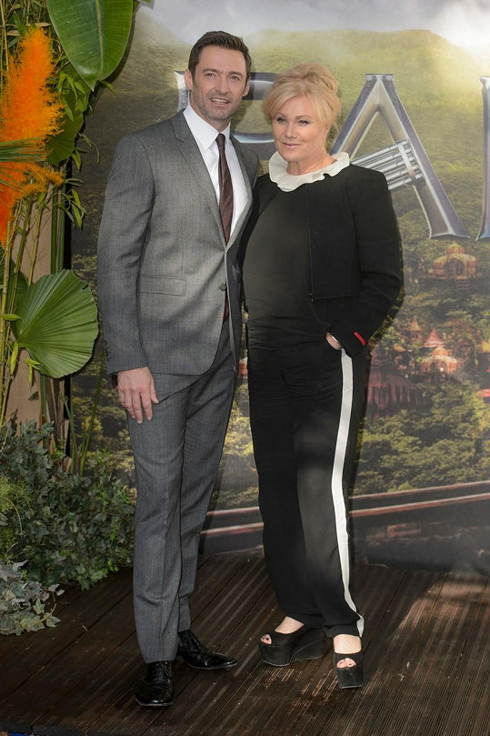 Hugh Jackman s manželkou na premiéře filmu Pan.