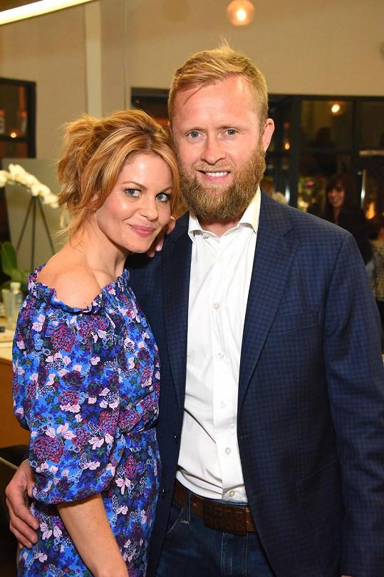 Manželem krásné herečky je Valerij Bure.