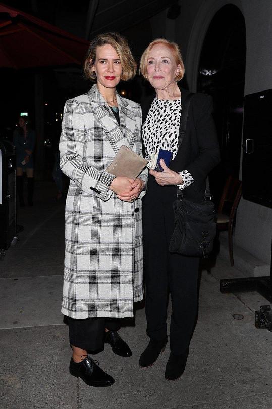 Sarah Paulson s partnerkou Holland Taylor (vpravo)