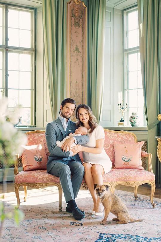 Královský pár pózoval na letním zámku Drottningholm.