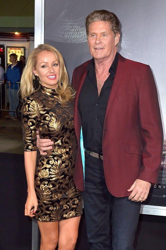 Hayley Roberts je Davidovou třetí manželkou.