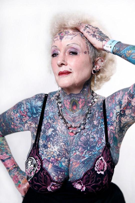 Angličanka Isobel Varley se díky tetování dostala i do Guinnessov knihy rekordů.