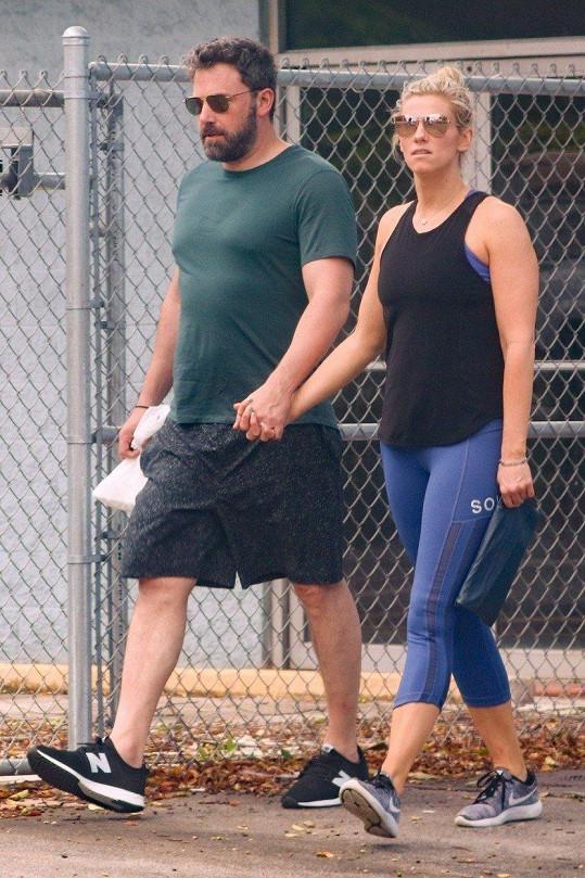 Affleck byl donedávna spojován s producentkou Lindsay Shookus.