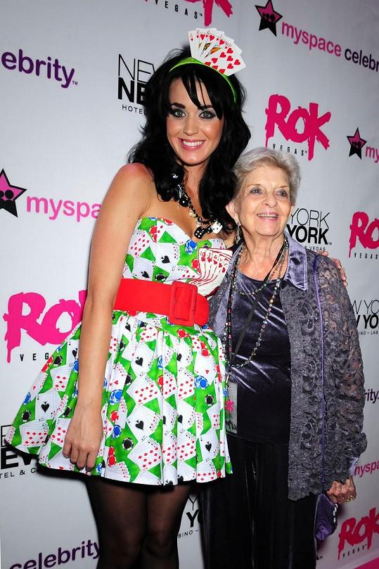 Babička Katy Perry často doprovázela na nejrůznější akce.