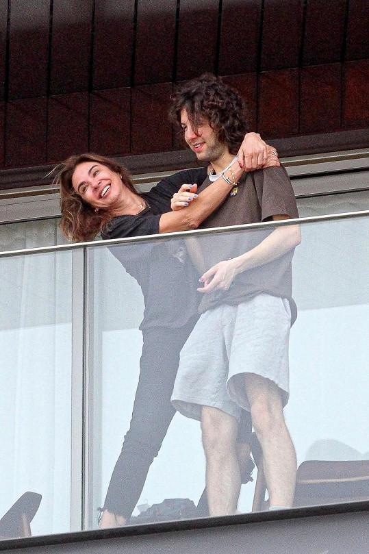 Fotografové je zachytili na balkóně v Riu de Janeiru.