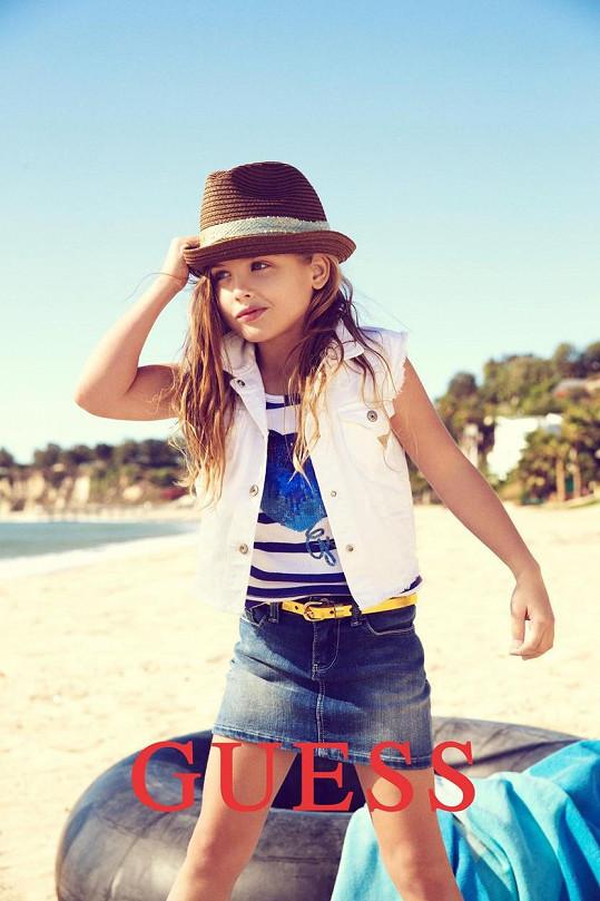 Holčička se v roce 2013 stala tváří dětské kolekce značky Guess.
