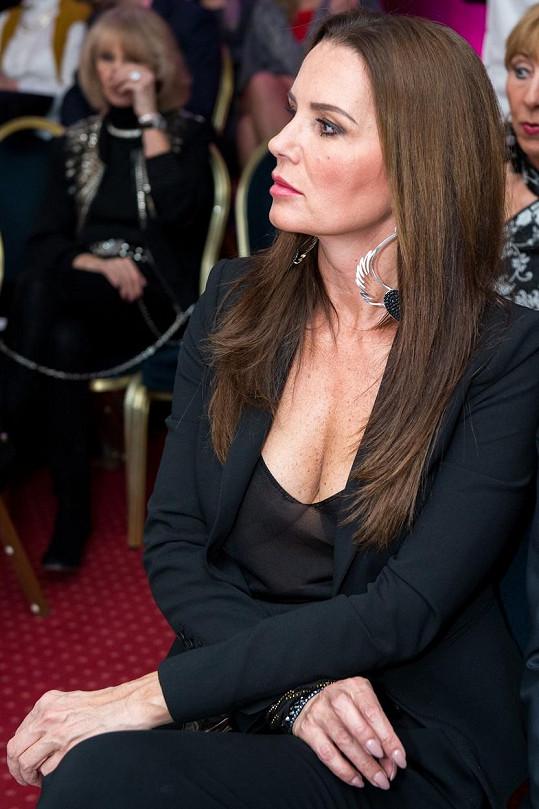 Miss ČSFR 1993 vsadila na hluboký dekolt.