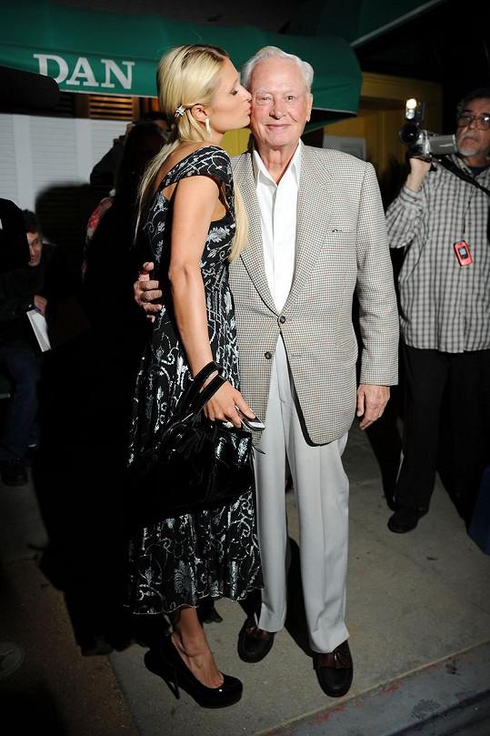 Paris Hilton si se zesnulým dědečkem Barronem byla velmi blízká.